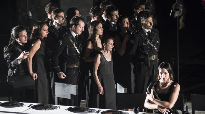 Una scena di Le Troiane regia Valery Fokin e Nicolay Roshin