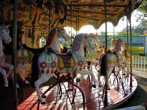 la-giostrina-con-i-cavalli