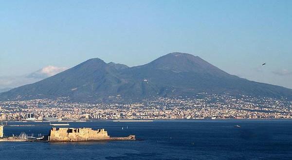 Vesuvio-Napoli-Italia.-Author-Jeffmatt.-No-Copyright-600x330
