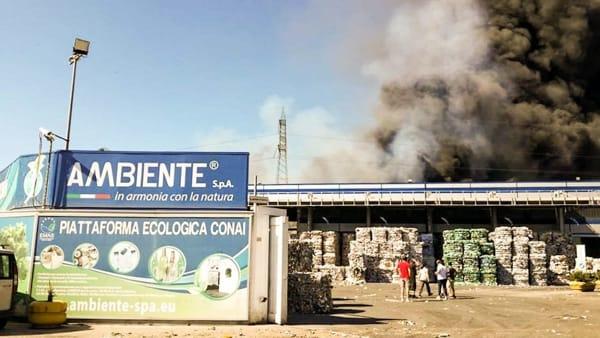 incendio-piattaforma-ecologica-ecoballe-san-vitaliano